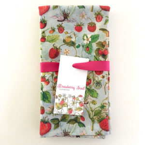 Table-Napkin-Strawberries